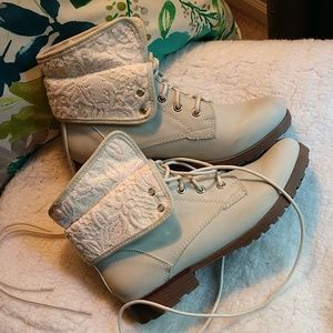 Size 9 Rock & Candy Cream Lace-top Booties